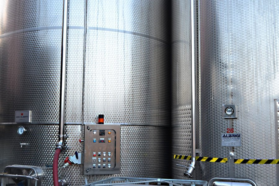 Fermentazione delle uve in acciaio